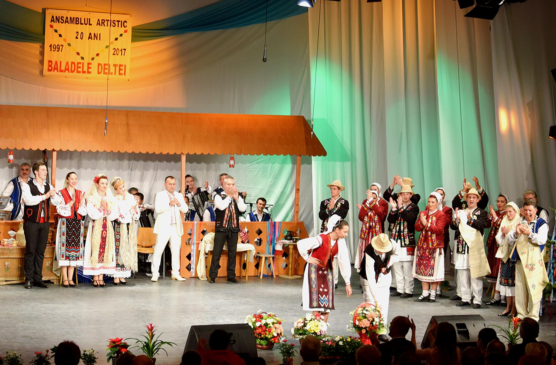 19.Coșuri de flori oferite de Ministerul Culturii și Identității Naționale, Consiliul Județean Tulcea și Primăria Municipiului Tulcea