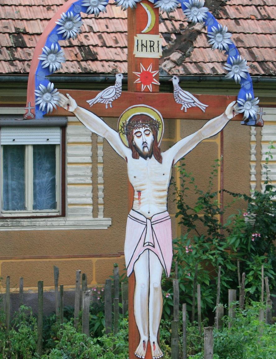 1.Troiță ca pom al Raiului, cu cele două păsărele, în localitatea Podirei, Județul Bistrița Năsăud.