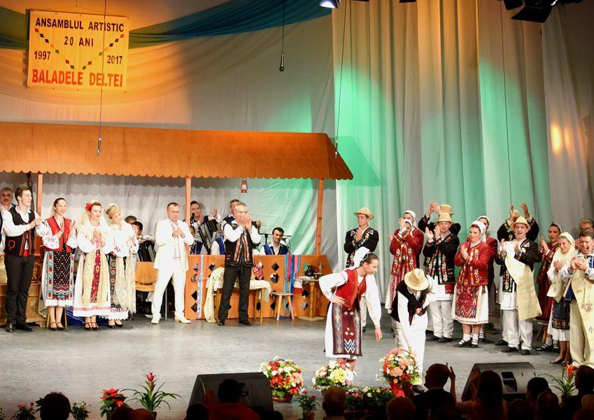 """Spectacol aniversar al Ansamblului Artistic Profesionist """"Baladele Deltei"""" din Tulcea, la împlinirea a 20 de ani de existență, 9/10 decembrie 2017"""
