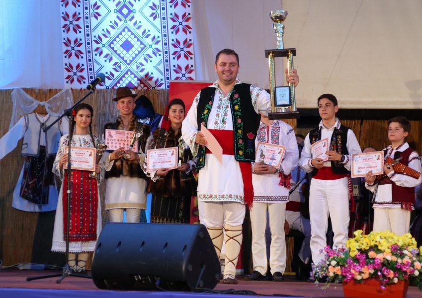 """Giurgiuveanul Stelian Păun, câștigătorul Marelui Premiu și al Trofeului ediției a IX-a a  Festivalului național de interpretare a muzicii populare """"Natalia Șerbănescu"""""""